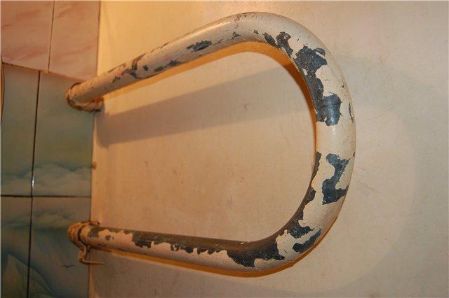 Красим полотенцесушитель в ванной под бронзу, под хром
